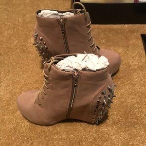 Brand new Shoemint wedge booties!